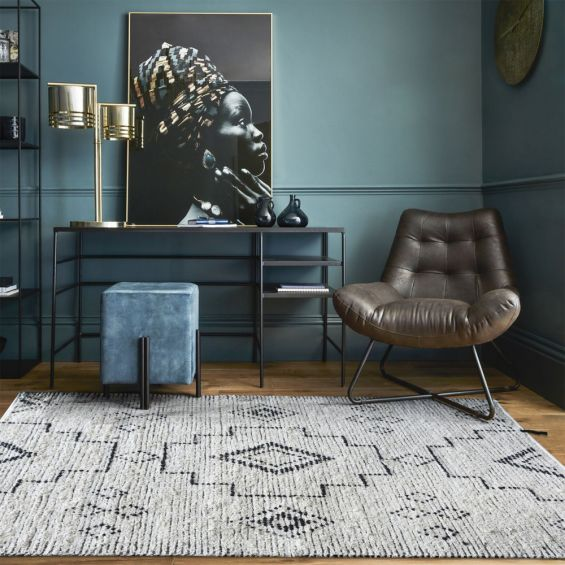 Cream and grey toned rug with geometric design