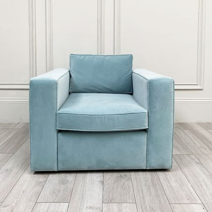Alderley armchair with a mineral blue and velvet finish. Simple and chic