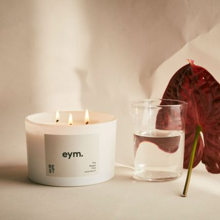 A luxurious restful candle with a camomile, lavender and ylang ylang scent