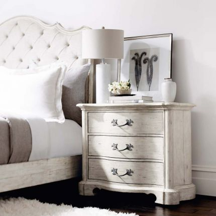 Timeless bedside table with three drawers.