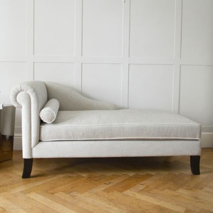 Curvaceous chaise longue with contrasting piping on tapered legs