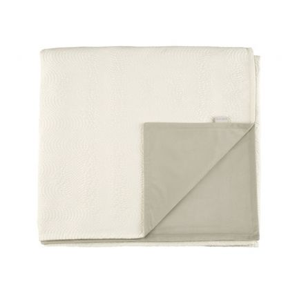 Quilted chalk white throw with soft velvet interior
